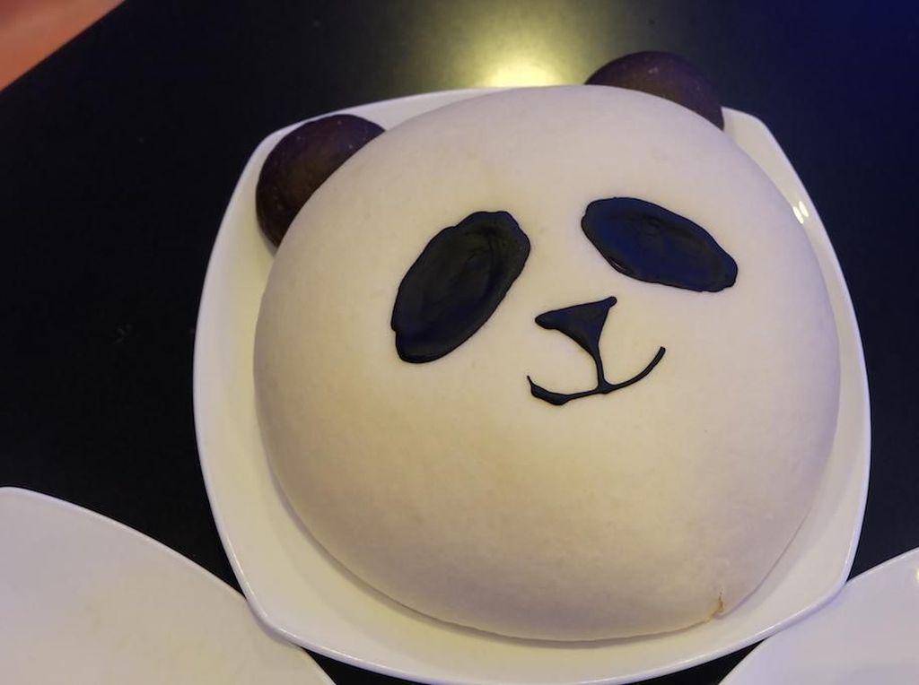 Ke Taman Safari Bogor? Cicipi Roti Panda yang Ngegemesin
