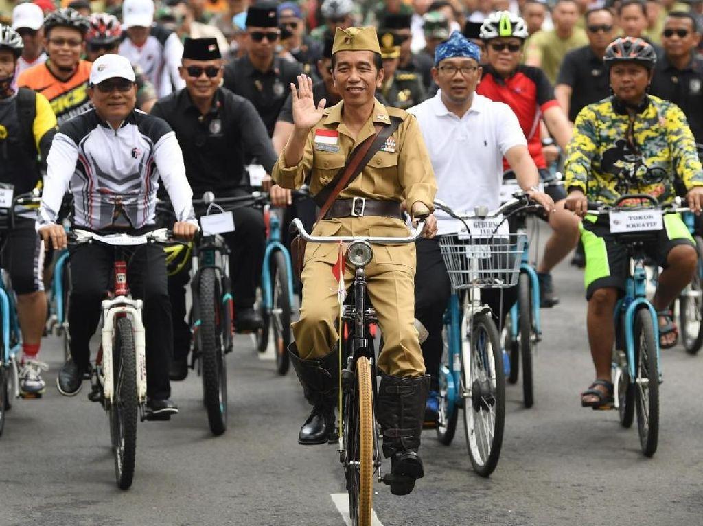 Pesan Jokowi di Balik Baju ala Bung Tomo