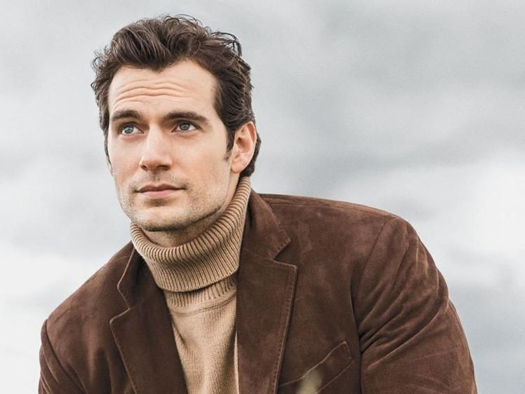 Aksi Henry Cavill Si Superman Rakit PC Gaming Sendiri
