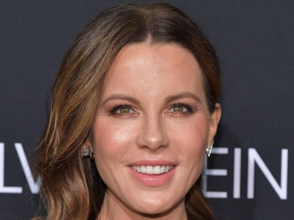 Ngaku Menua Seperti Fosil, Kate Beckinsale Posting Selfie Seksi