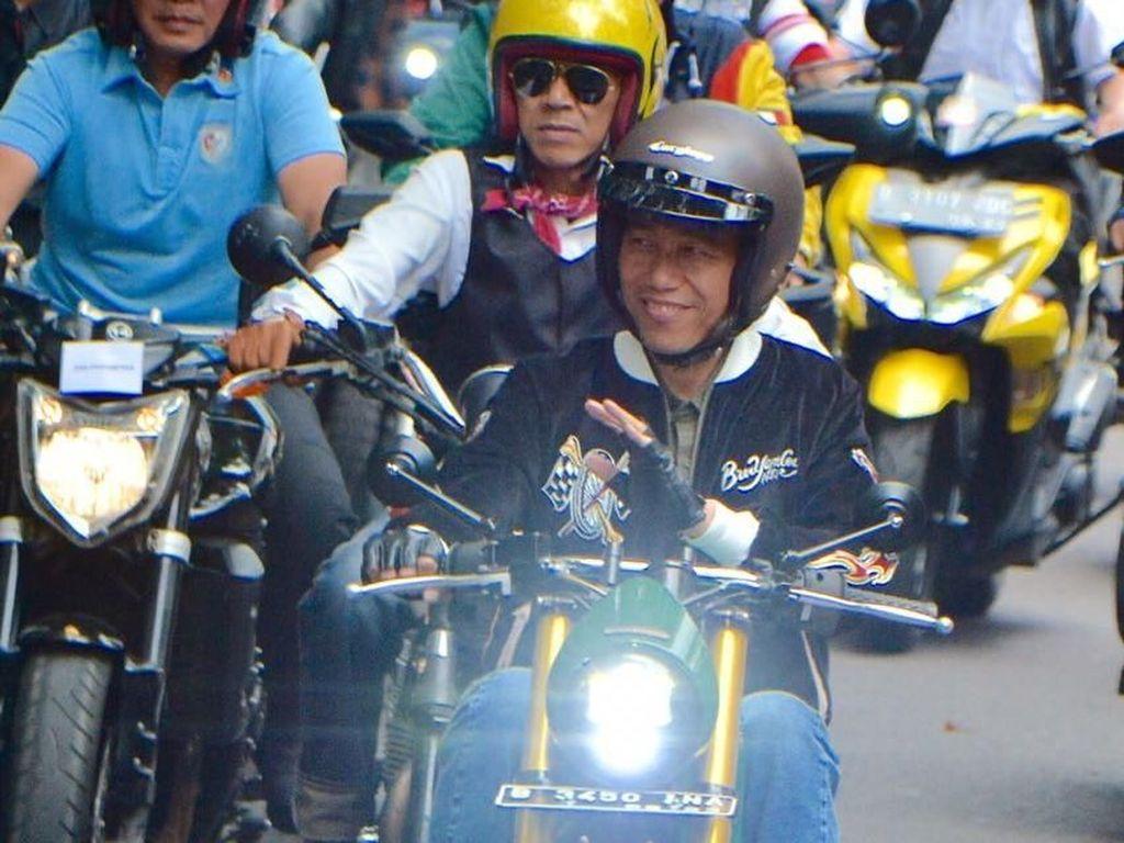 Jokowi Ungkap Asal Jaket Bubur Ayam Racer yang Dipakai di Bandung