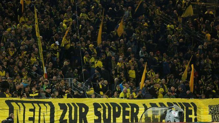 Dukungan penuh suporter setia Borussia Dortmund selalu jadi energi tambahan untuk tim tersebut. Terlebih di laga sebesar Der Klassiker ini. (Leon Kuegeler/Reuters)