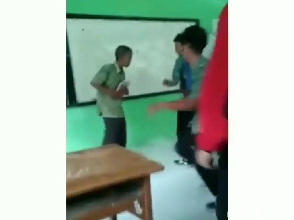 Video Guru Di-bully Murid di Kendal Viral, Kepsek: Hanya Bercanda
