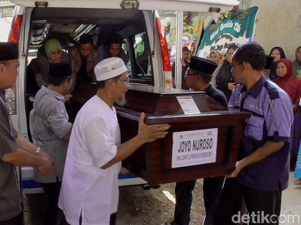 Jasad Joyo Korban Lion Air Tiba di Pekalongan, Istri Jatuh Pingsan