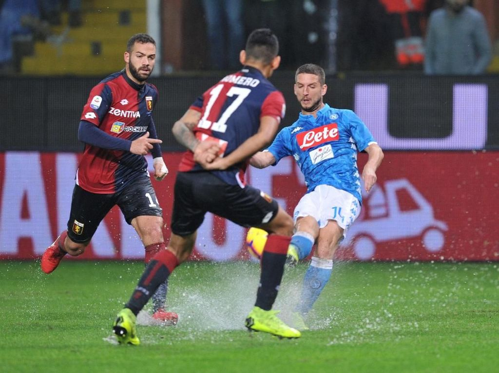 Napoli Taklukkan Genoa di Laga yang Sempat Dihentikan Hujan