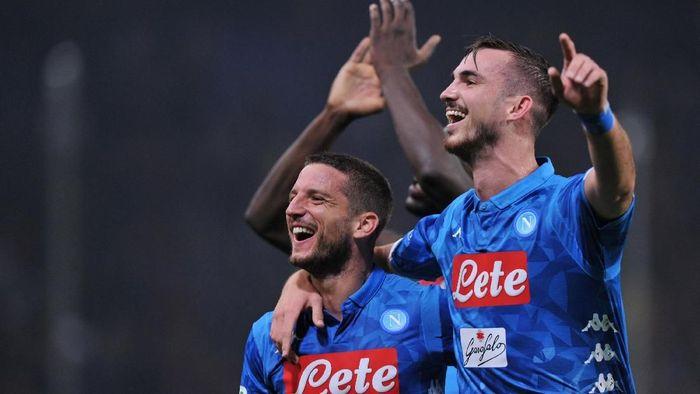 Napoli menang 2-1 atas Genoa setelah sempat tertinggal lebih dulu (Foto: Jennifer Lorenzini/Reuters)