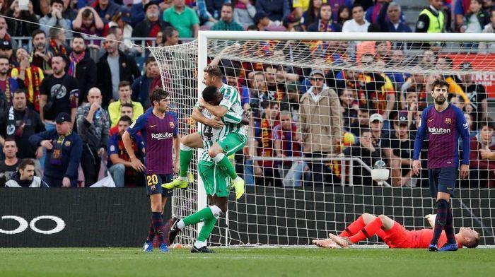 Lionel Messi kembali, Barcelona dikalahkan Real Betis di Camp Nou 3-4. (Foto: Albert Gea/Reuters)