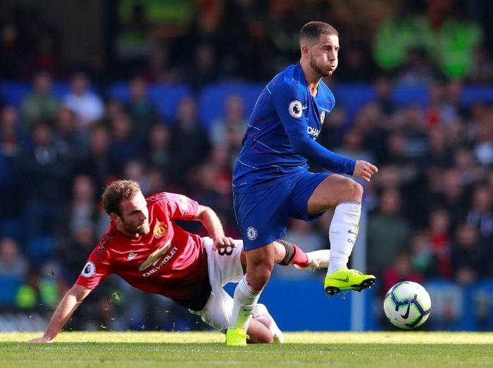 Playmaker Chelsea Eden Hazard mengaku mulai khawatir pada tekel-tekel lawan musim ini. (Foto: Andrew Couldridge/Reuters)