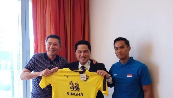 Erick Thohir dan Anindya Bakrie (kanan) jadi salah satu pemilik Oxford United (Istimewa)
