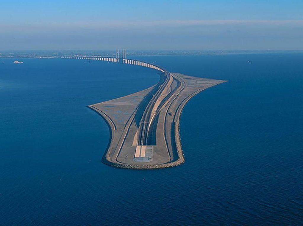 Luar Biasa! Jembatan di Eropa Ini Tembus Bawah Laut