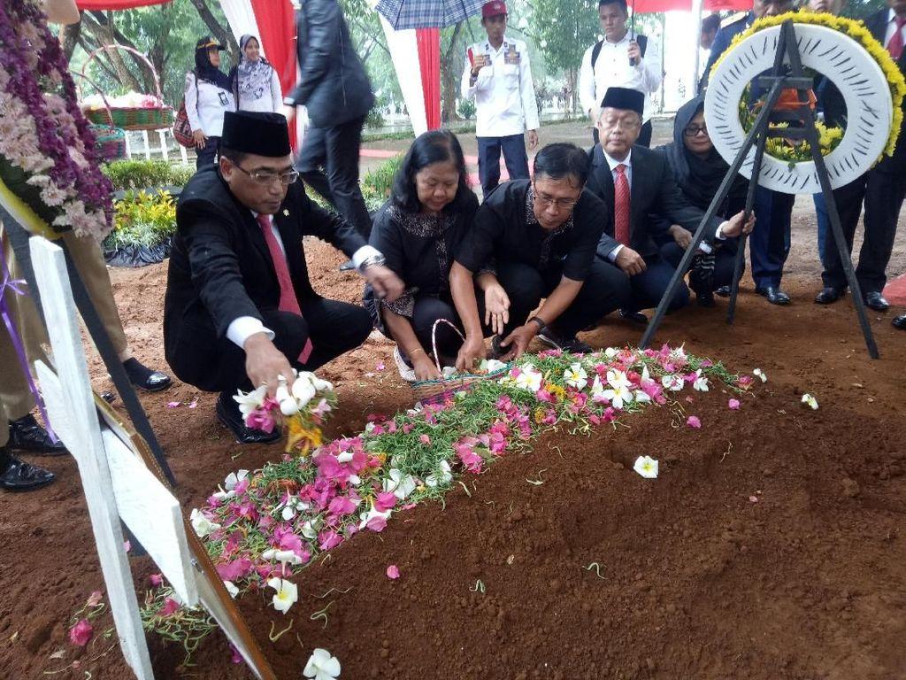 Menhub Pindahkan Makam Agung ATC Palu ke TMP Makassar
