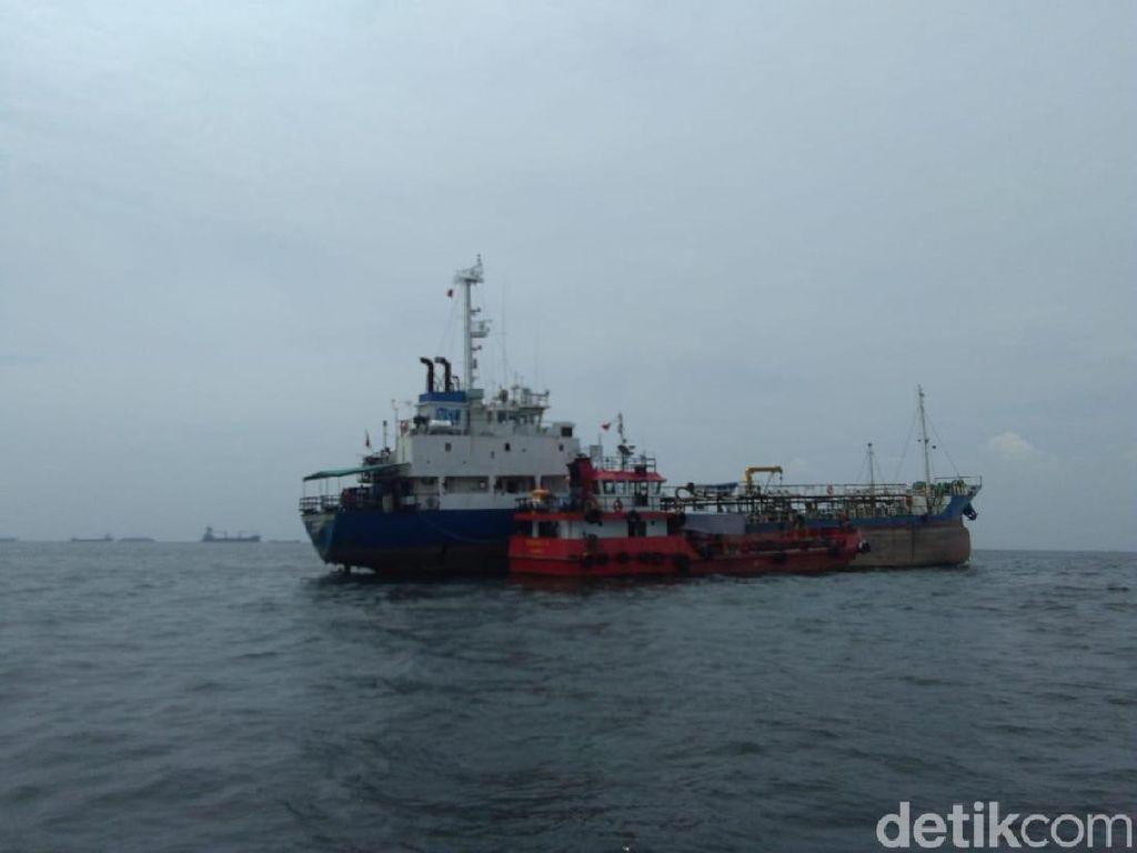 Bakamla Tangkap 2 Kapal Diduga Bawa BBM Ilegal di Tanjung Priok