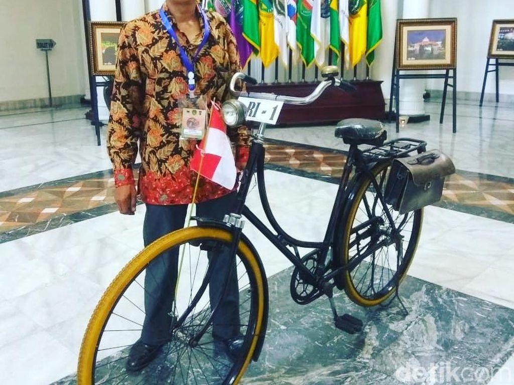 Ini Sosok Pemilik Onthel yang Digowes Jokowi di Bandung