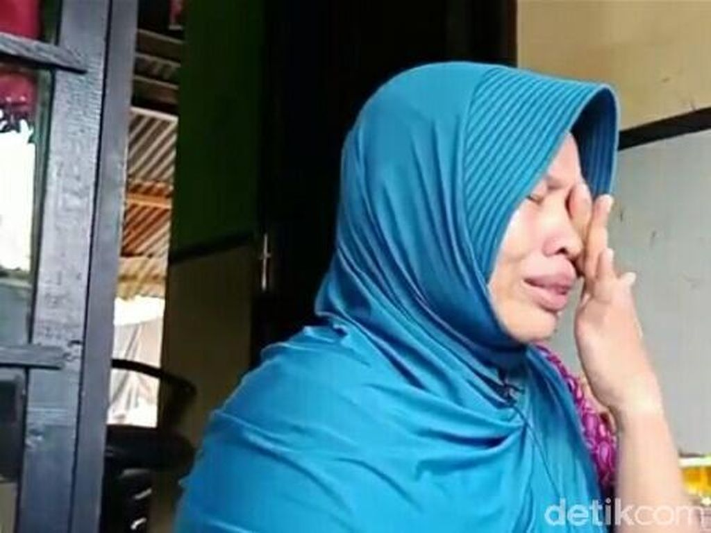 PK Ditolak, Baiq Nuril Tetap Dibui karena Rekam Perilaku Mesum Kepsek