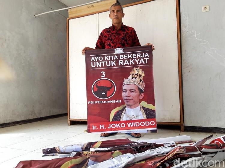 PDIP: Poster Raja Jokowi Datang dari Kaum Anti-Jokowi Presiden