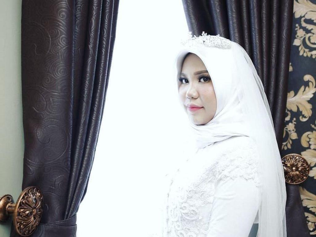 Potret Haru Wanita Viral yang Menikah Sendiri, Calon Suami Korban Lion Air