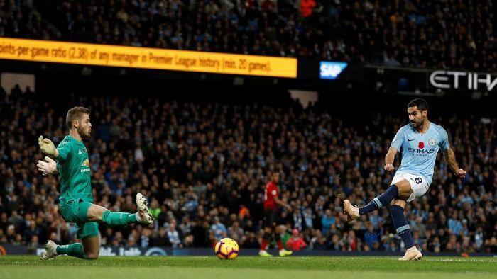 Ilkay Guendogan saat menjebol jala Manchester United (Darren Staples/Reuters)