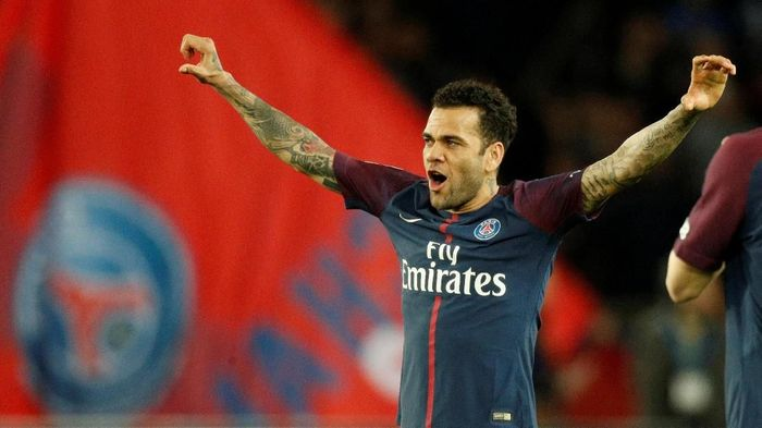 Dani Alves ingin menjajal Premier League sebelum pensiun (Foto: Charles Platiau/File Photo/Reuters)