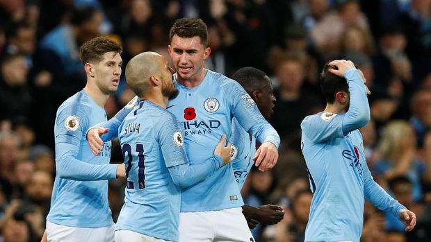David Silva merayakan gol pertama Manchester City yang dia buat sendiri
