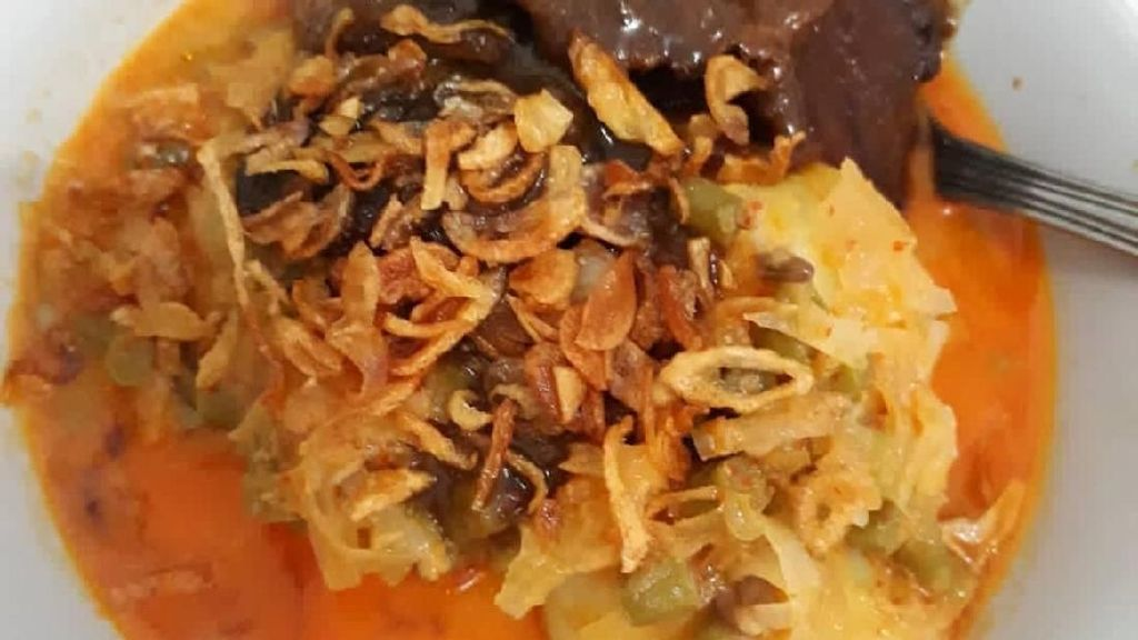 Gurih Manis Ketupat Sayur Betawi Untuk Penambah Energi Pagi Ini
