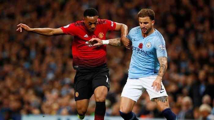 Kabarnya fans MU lebih suka Manchester City yang jadi juara Liga Inggris, bukan Liverpool (Reuters/Jason Cairnduff)