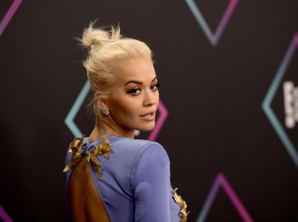 Langgar Aturan Lockdown, Rita Ora Bikin Marah
