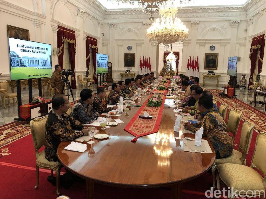 Kumpulkan Bupati di Istana, Jokowi Bahas Kondisi Ekonomi