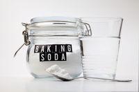 Ilustrasi baking soda dan air