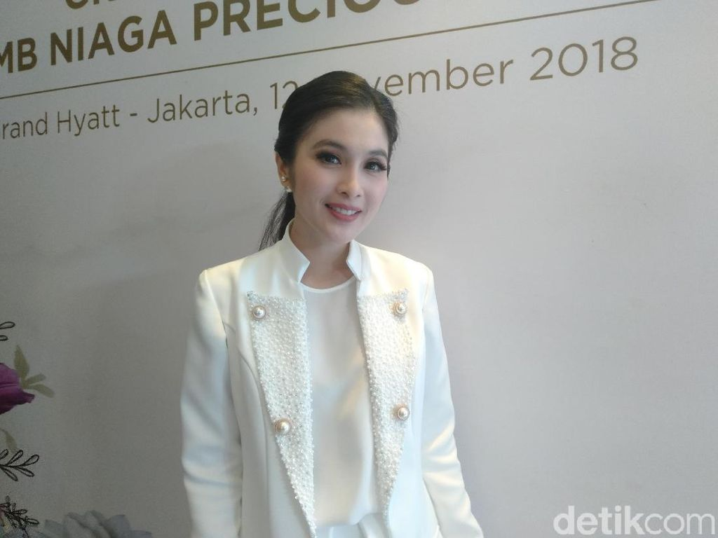 6 Fakta Sandra Dewi yang Anaknya Punya Jet Pribadi