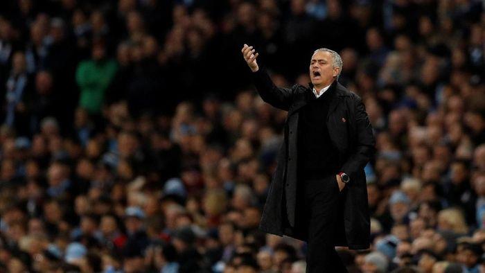 Jose Mourinho dikritik karena pernyataannya usai MU kalah dari City. (Foto: REUTERS/Darren Staples)