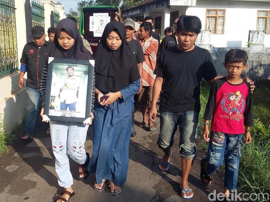 Isak Tangis Warnai Pemakaman Korban Lion Air di Tasikmalaya