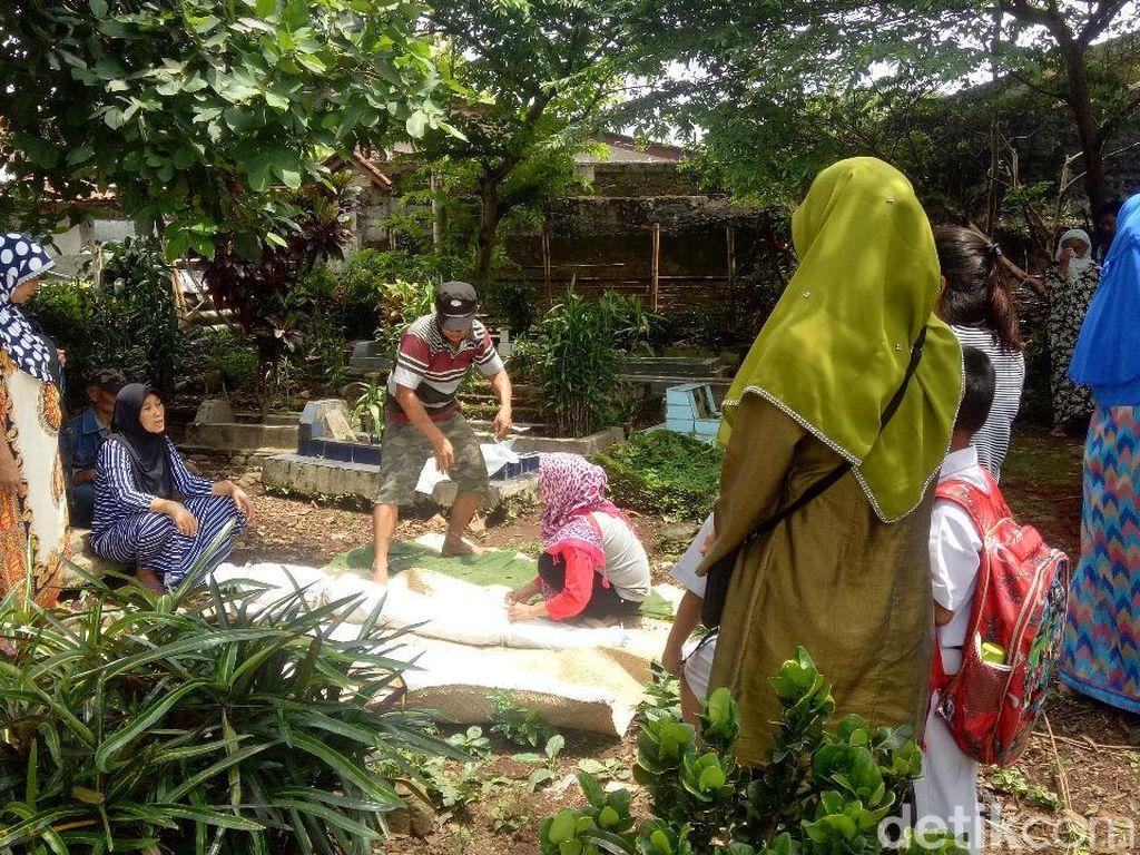 TPU Cikaret Bogor Longsor, 3 Jenazah Keluar dari Makam