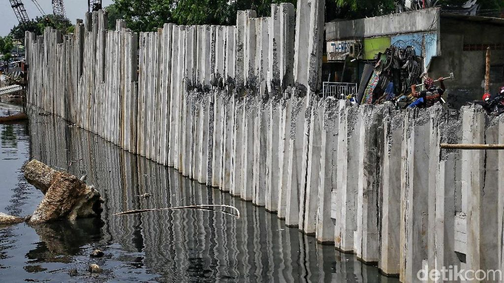 Penampakan Turap Antisipasi Banjir di Kali Sentiong, Kok Gitu ya?