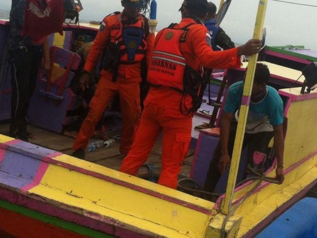 Tim SAR Selamatkan 2 Awak Kapal Nelayan di Sukabumi