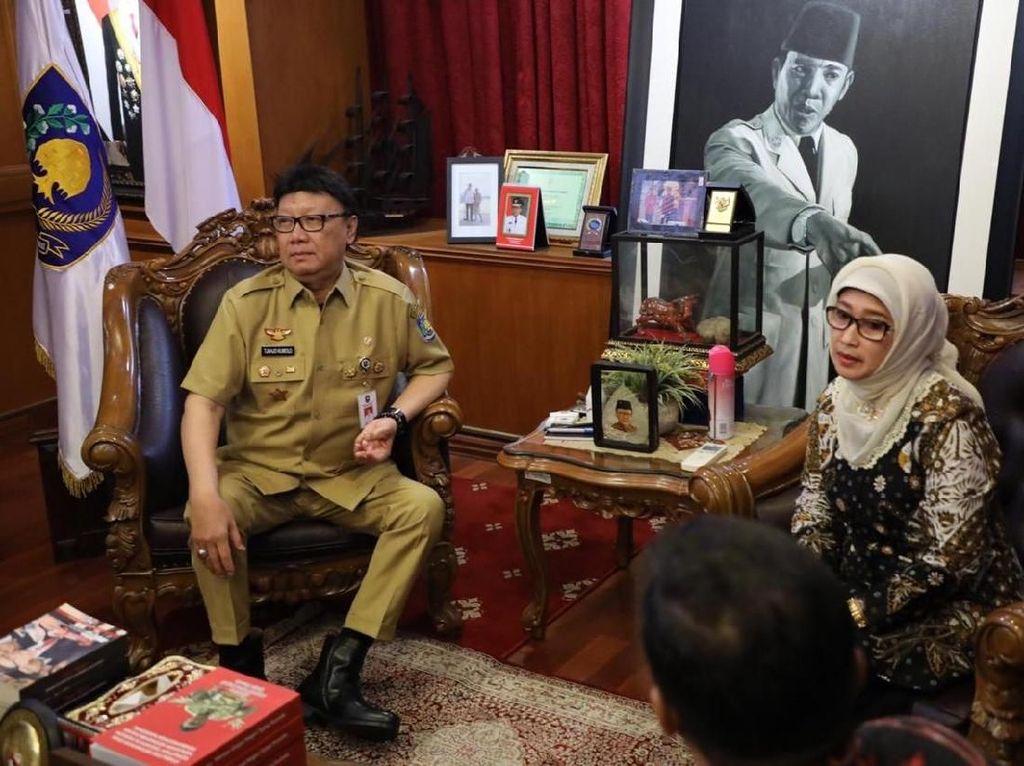 Momen Bupati Indramayu Buka-bukaan Alasan Mundur ke Mendagri