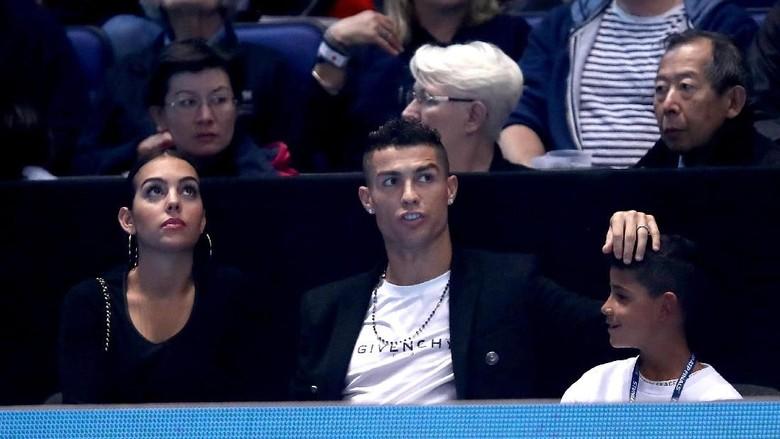 Ronaldo-Georgina Rodriguez Bertunangan