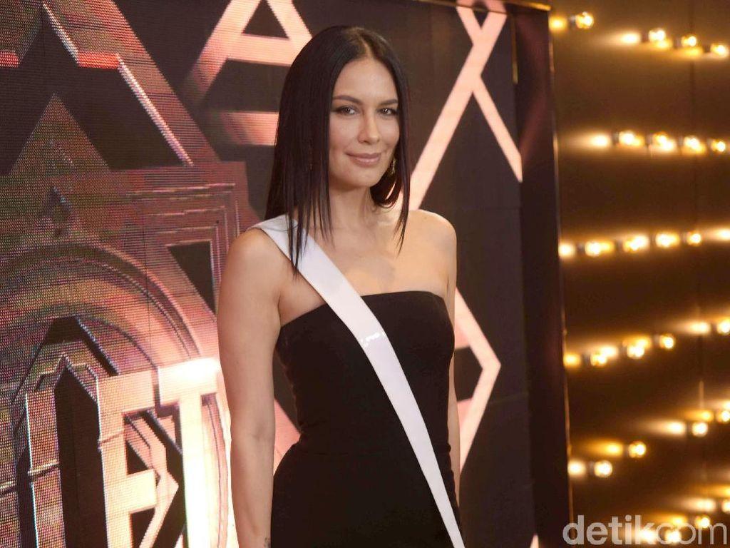 Tengah Malam, Sophia Latjuba Datangi Pusat Tabulasi Real Count TKN Jokowi