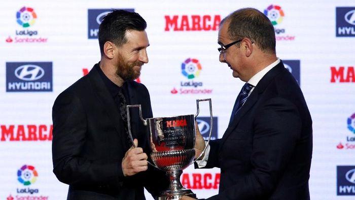 Bintang Barcelona, Lionel Messi, menyabet pengjargaan El Pichichi pada Senin (12/11/2018) waktu setempat. (Foto: Albert Gea/Reuters)