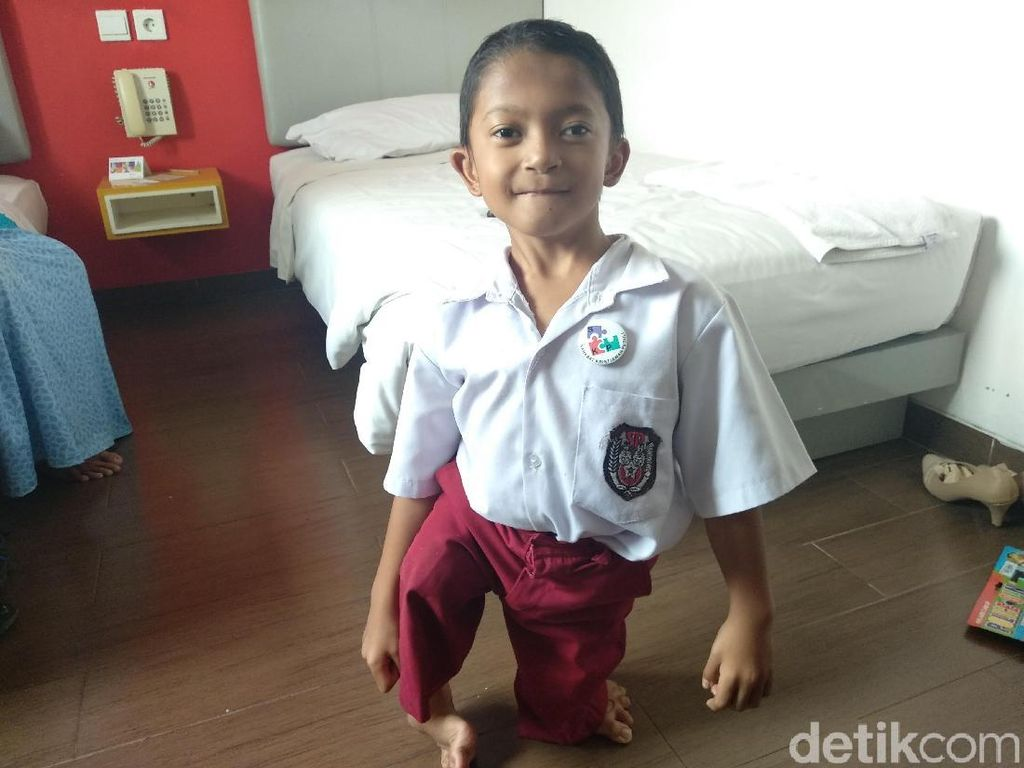 Merangkak 3 Km ke Sekolah, Semangat Adul Difabel Kalahkan Rasa Capek