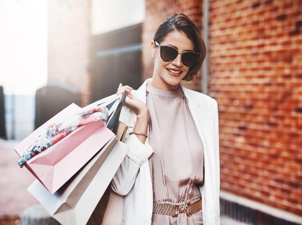 Bergaya Stylish, Wanita Ini Ternyata Pencuri di Butik Fashion