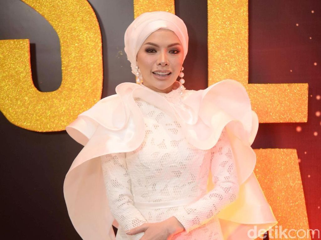 Sempat Ingin Buka Hijab, Nikita Mirzani Curhat ke Irfan Hakim