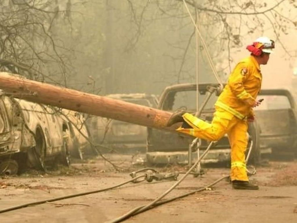 Tewaskan 31 Orang, Mengapa Kebakaran Hutan California Begitu Parah?