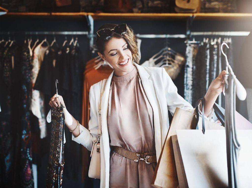 Trik Hemat Wanita Ini Dihujat, Kembalikan Baju yang Dibeli Setelah Dipakai
