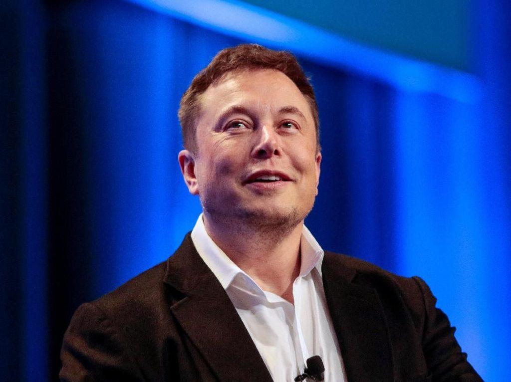 Elon Musk Pamer Roket Starship Parkir di Bulan dan Mars