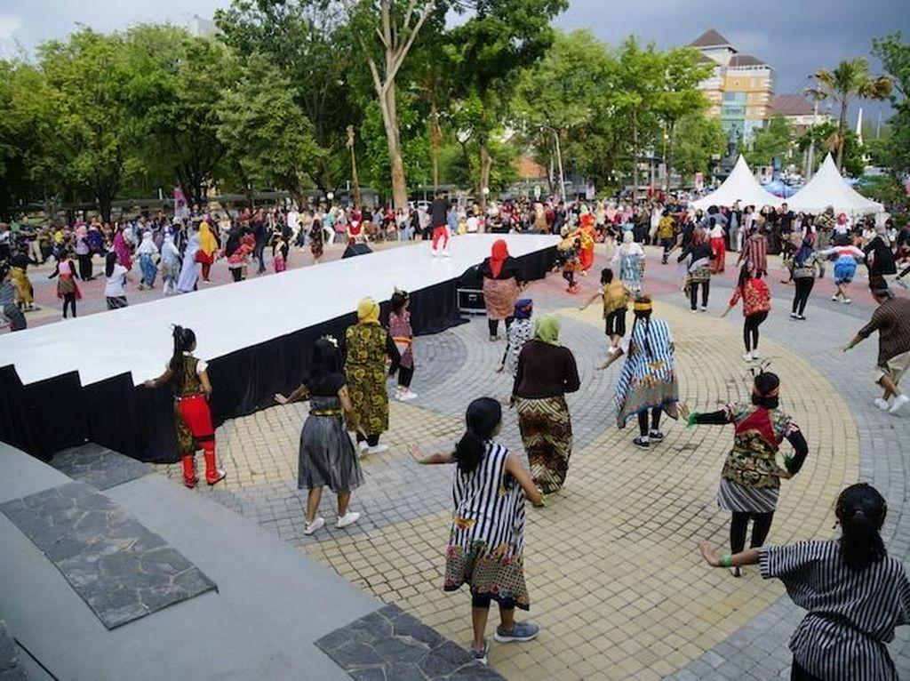 Keseruan Indonesia Menari di Semarang