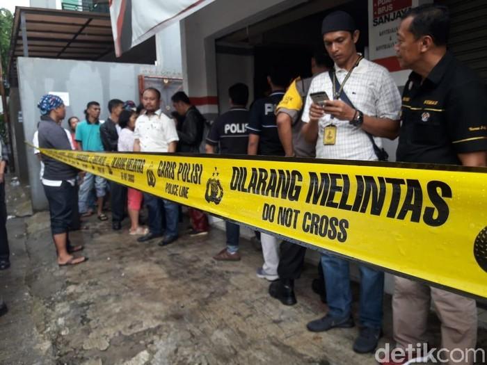 Polisi Periksa Tetangga Korban Pembunuhan Sekeluarga di Bekasi