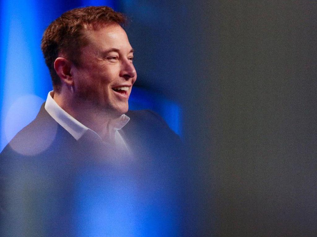 Elon Musk: Teknologi Mobil Otonom Tesla di Depan Mata