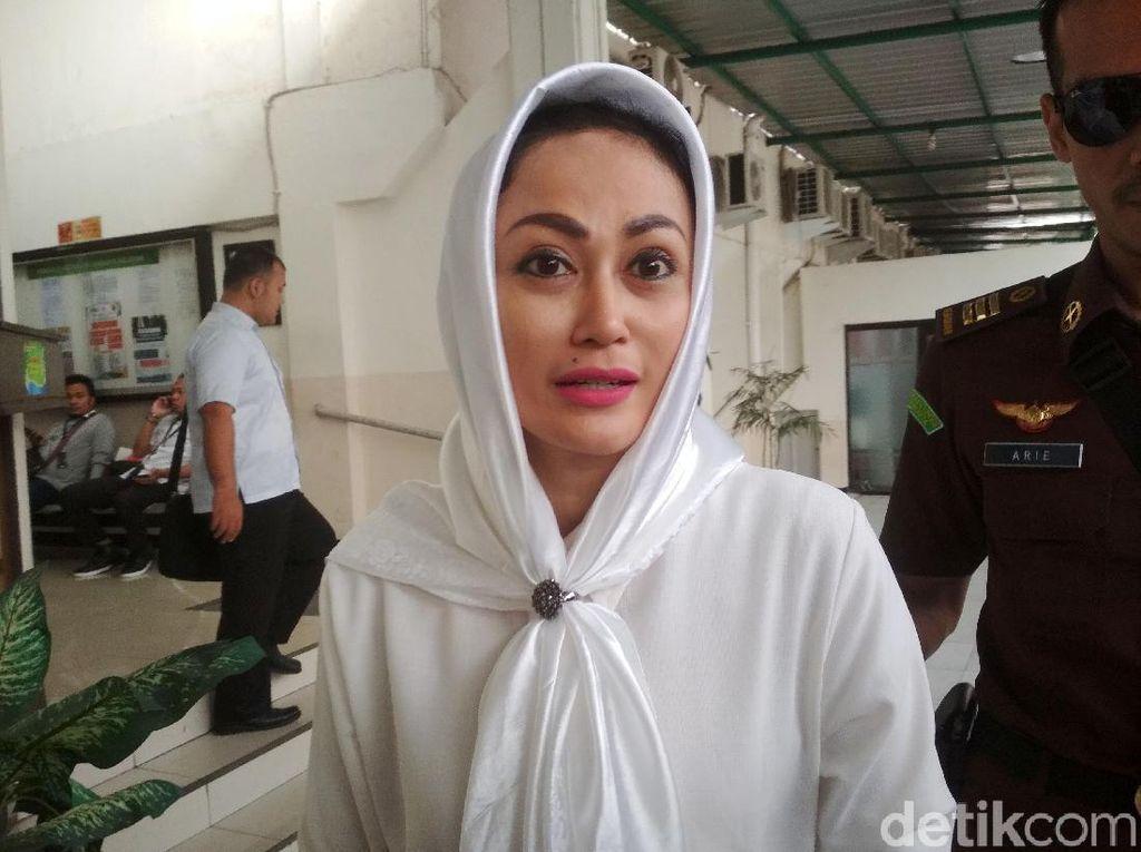 Artis Sisca Dewi Gugat Petinggi Polri Rp 23 Miliar!