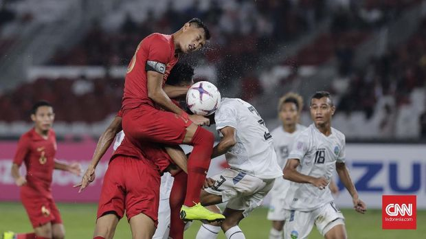 Hansamu Yama Pranata tampil menjadi salah satu dari tiga bek tengah di laga menghadapi Yordania.