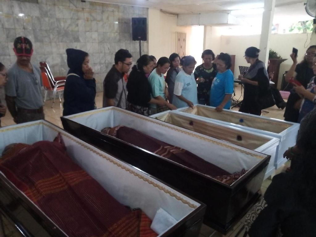 Potret Peti Mati dan Pelepasan Korban Pembunuhan Keluarga ke Samosir